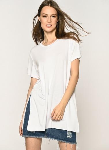 Loves You Bisiklet Yaka Yırtmaçlı Loose Fit T-Shirt Beyaz